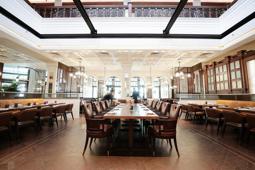 15 Stamford by Alvin Leung is a huge space in what used to be the ground floor of the MPH bookstore in Stamford Road, and the luxe look of brass, leather and dark wood is perfect for the colonial building.