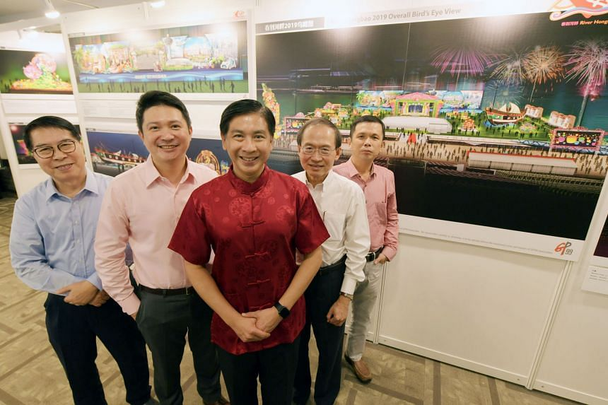 """The event, coinciding with this year's bicentennial commemoration, will feature a dragon forming the number """"200"""". The River Hongbao 2019 committee (pictured from left) includes Mr Perng Peck Seng (programme chairman), Mr Henry Kwek Hian Chuan (vice-"""