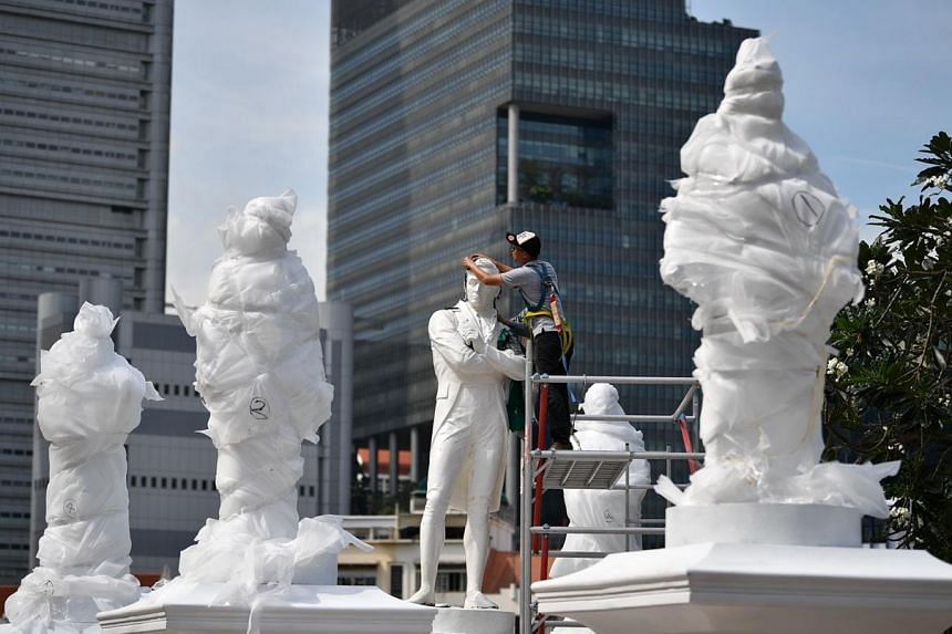 The new statues were erected overnight and it is a project for the Singapore Bicentennial.