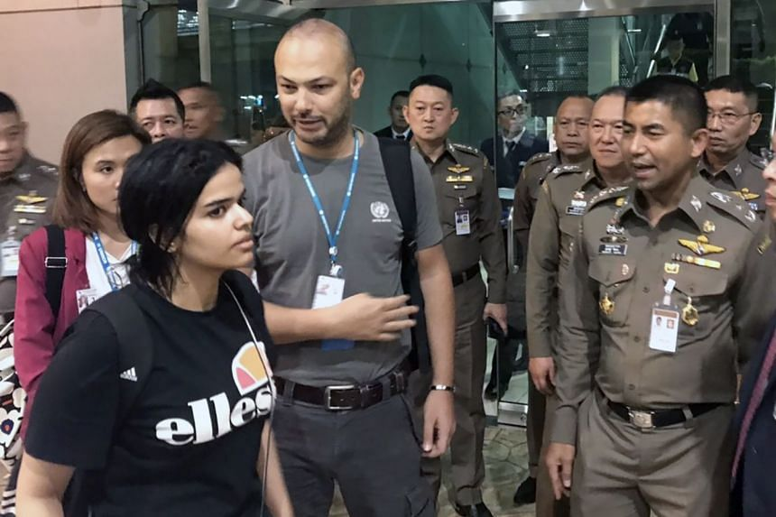 Rahaf Mohammed al-Qunun (left) chatting to Thai Immigration Police Chief Surachet Hakparn (right) at the airport in Bangkok.