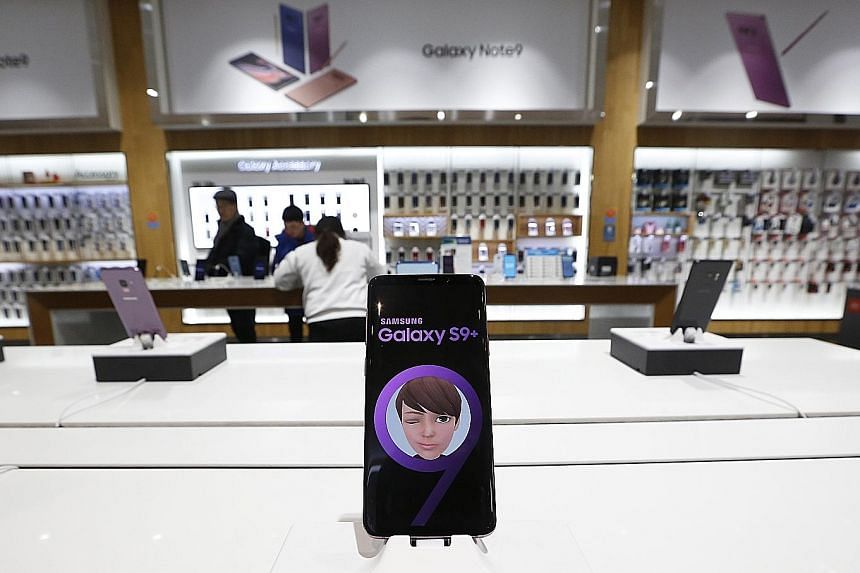 Samsung Electronics' operating income fell to 10.8 trillion won (S$13 billion) in the quarter that ended last month, according to preliminary results released yesterday, falling short of the 13.8 trillion won average of analysts' estimates compiled b