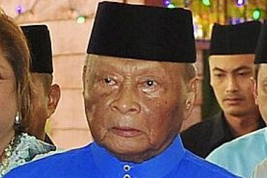 Due to his poor health, Pahang's incumbent ruler Sultan Ahmad Shah had been expected to abdicate in favour of his son Tengku Abdullah Sultan Ahmad Shah (left). The Regent's younger brother, Tengku Abdul Rahman Sultan Ahmad Shah, is seen beside him.