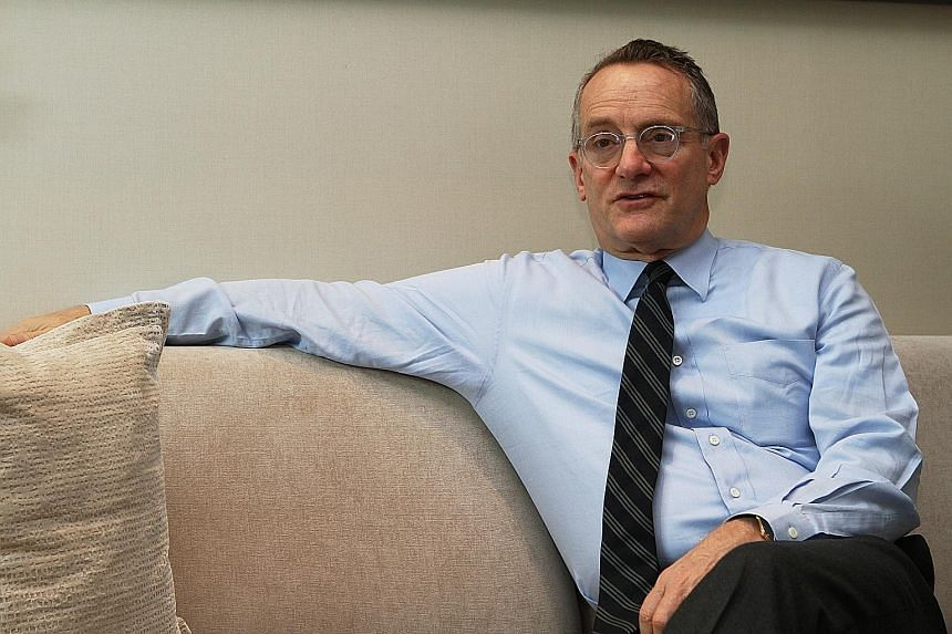 Mr Howard Marks, co-chairman of Oaktree Capital Management with a reputation for being a bargain hunter, said he thinks it is better to invest today than it was on Oct 1 and there is optimism in market prices with the approach of the tail end of a lo