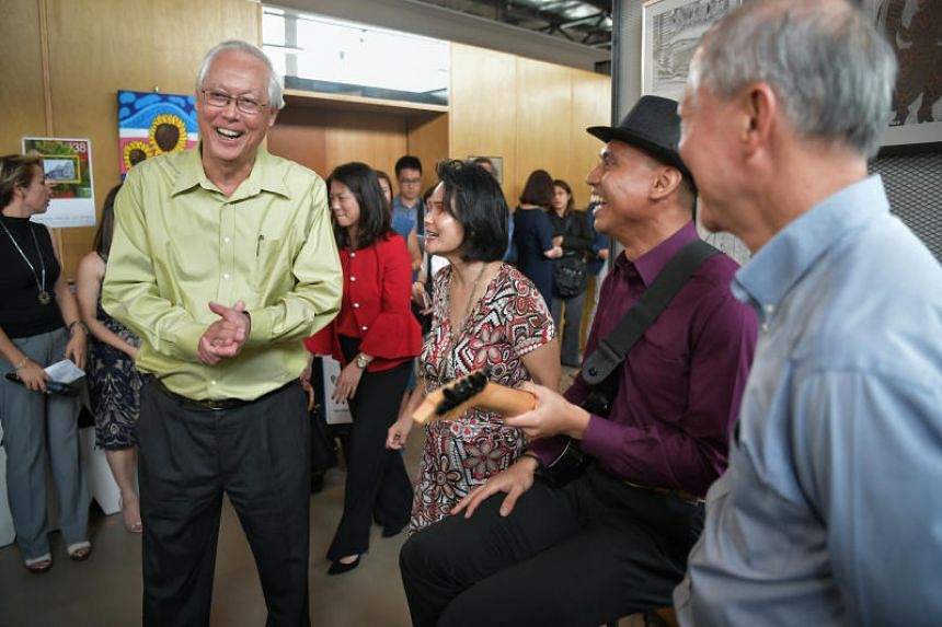 Emeritus Senior Minister Goh Chok Tong enjoying a moment with musicians Wan Wai Yee and Ivni Yaakub at the announcement of the new Goh Chok Tong (GCT) Enable Awards on Jan 15, 2019.