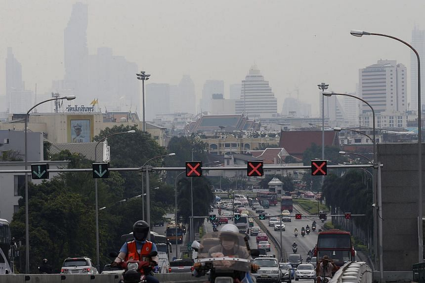 Smog lingering over the city of Bangkok on Jan 15, 2019.