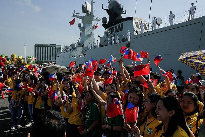 People from the Filipino and Chinese community welcome Chinese Navy vessels as they dock at a port in Manila, Philippines on Jan 17, 2019.