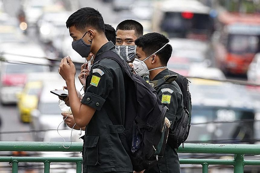 Pedestrians on a Bangkok street wearing masks after a week of heavy air pollution in the city. A noxious haze that has blanketed the Thai capital in recent days is likely to peak this weekend, and may even linger until the end of next month.