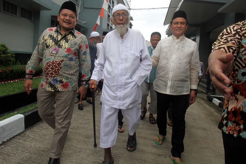 Radical cleric Abu Bakar Bashir, the alleged mastermind of the 2002 Bali bombings, is visited by Yusril Ihza Mahendra (right), who is the lawyer of Indonesian president Joko Widodo, at Gunung Sindur prison in Bogor, Indonesia, Jan 18, 2019.