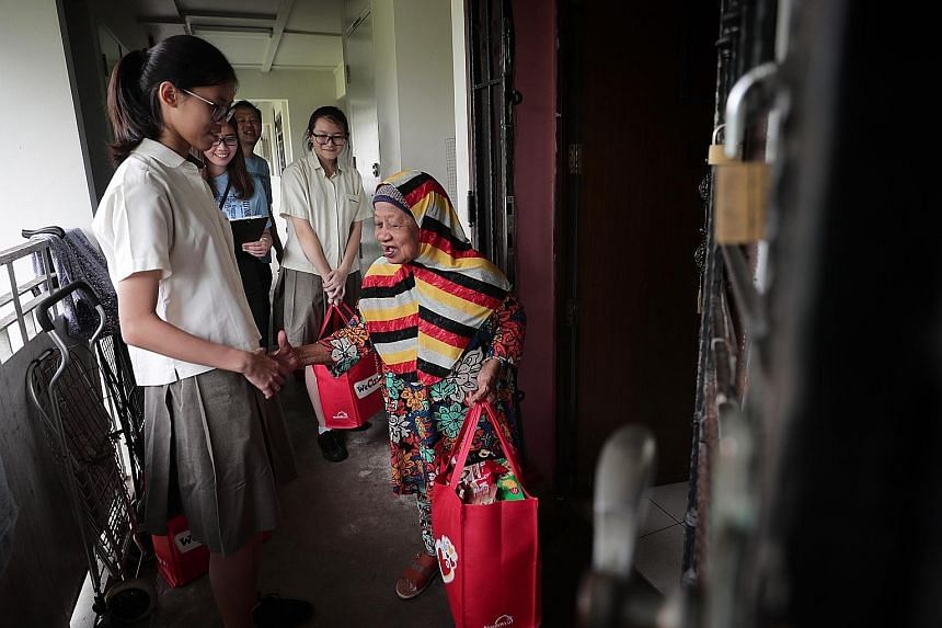 More than 450 low-income households in Sembawang received red festive bags yesterday containing groceries, such as coffee powder, oatmeal and biscuits, as part of an annual charity effort led by the North West Community Development Council. The three