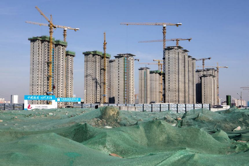 Buildings under construction are seen under a blue sky in Beijing on Jan 17, 2019. Blue skies are increasingly common in Beijing, but a study is showing that the progress in cleaning up the air might not be all it's made out to be.