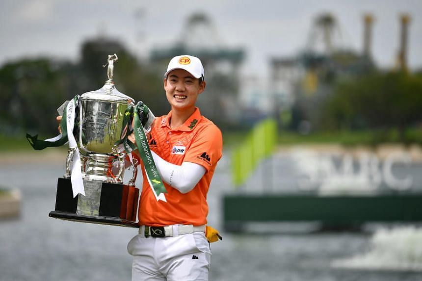 Thailand's Jazz Janewattananond posing with his trophy after the final round of the SMBC Singapore Open at the Sentosa Golf Club on Jan 20, 2019.