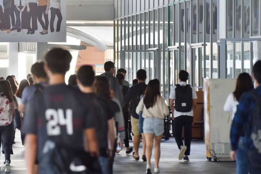 About 28,000 graduating ITE and polytechnic students will receive a guide on job hunting by the end of January, as part of the Career Starter Programme.
