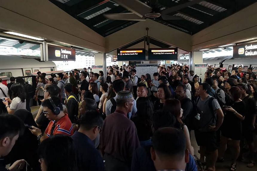 The large crowd on the platform of Sembawang station on Tuesday morning (Jan 22).