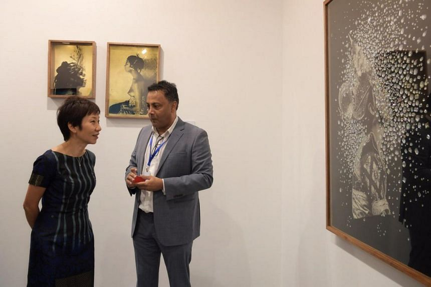 Gallery owner, Jasdeep Sandhu of Gajah Gallery, speaking to Minister for Culture, Community and Youth Grace Fu at the opening of S.E.A. Focus on Jan 23, 2019.