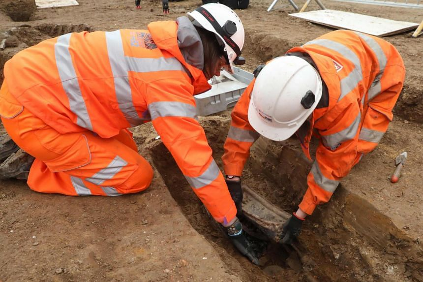A coffin plate identifying the last resting place of Royal Navy captain Matthew Flinders was found by archaeologists sifting through a vast burial ground in London.