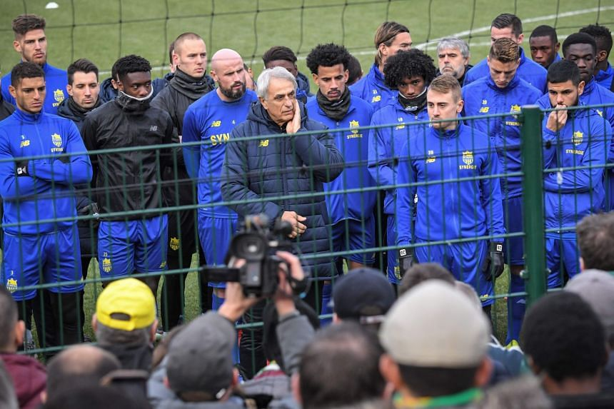 Nantes' Bosnian head coach Vahid Halilhodzic (centre) and players talk with supporters at the FC Nantes football club training centre.