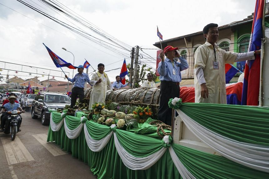 A photo of the 4,040kg sticky-rice cake being paraded in Siem Reap, Cambodia, in 2015.
