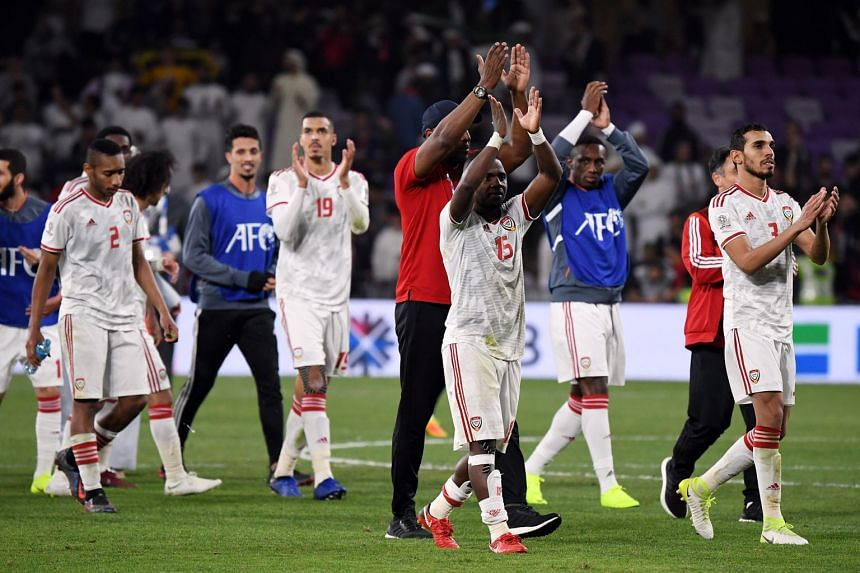 UAE players applaid fans after the match.