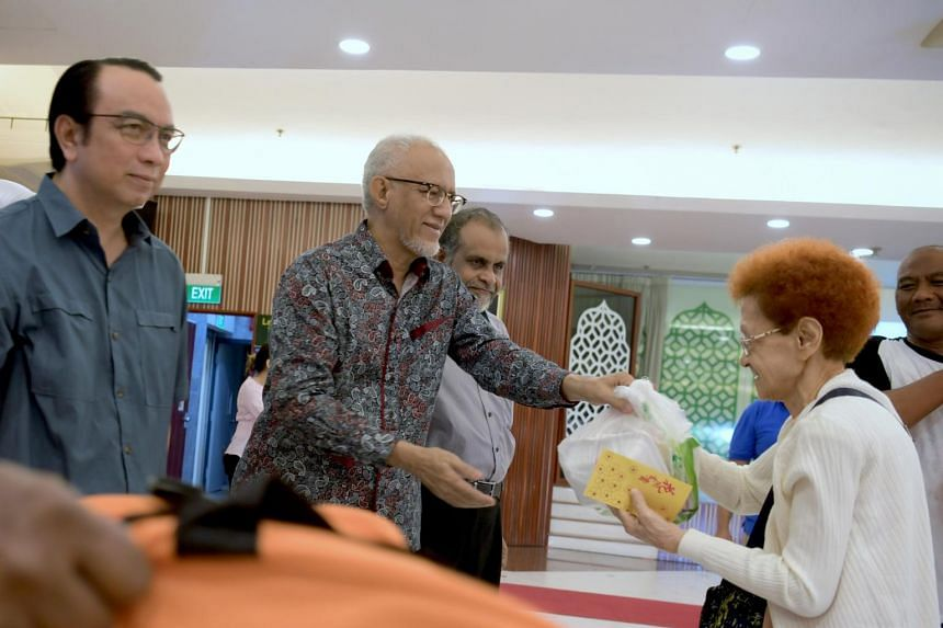 (From left) President of Jamiyah Singapore Dr Mohd Hasbi Abu Bakar, event guest of honour Mr Mohamed Abdullah Alhabshee, and vice-president of Jamiyah Singapore Dr H.M. Saleem distributing food items to beneficiaries of the charity on Jan 26, 2019.