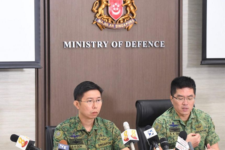Chief of Army Goh Si Hou (left) and Chief of Defence Force Melvyn Ong  at a media conference on the death of Corporal First Class (NS) Aloysius Pang.
