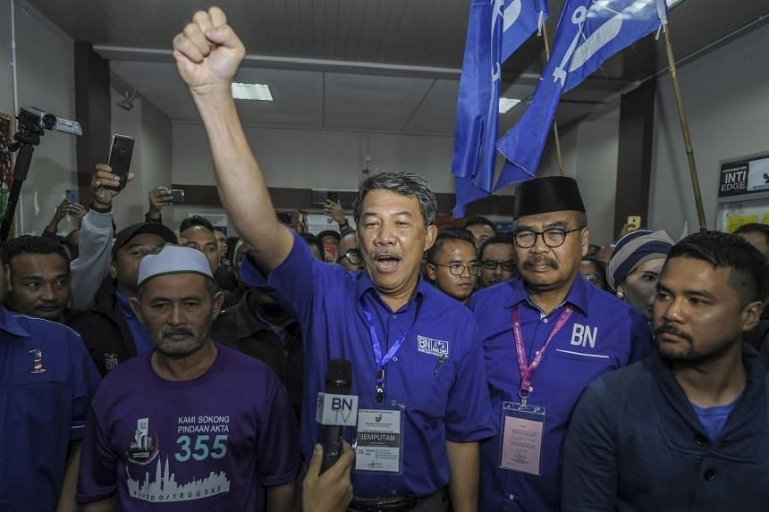 BN's Cameron Highlands candidate Rahim Mohd Nor (with black hat, second from right), with Umno acting president Mohamad Hasan (third from right), after BN won the seat.