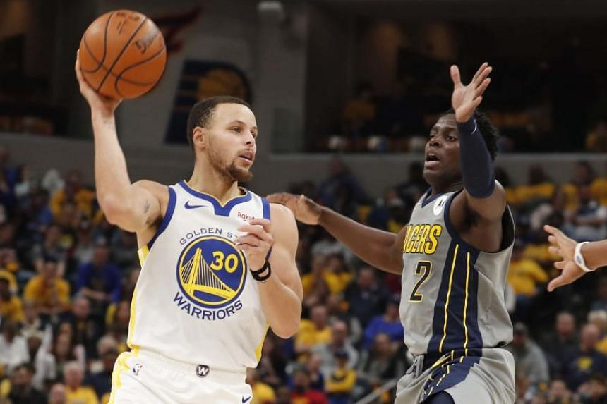 Golden State Warriors guard Stephen Curry (left) makes a pass against Indiana Pacers guard Darren Collison at the game on Jan 28, 2019.