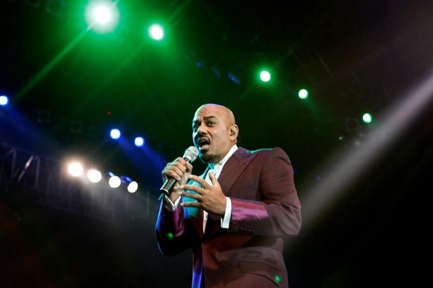 A native of the American state of Ohio, James Ingram launched his music career with the band Revelation Funk and later played keyboard for soul pioneer Ray Charles.