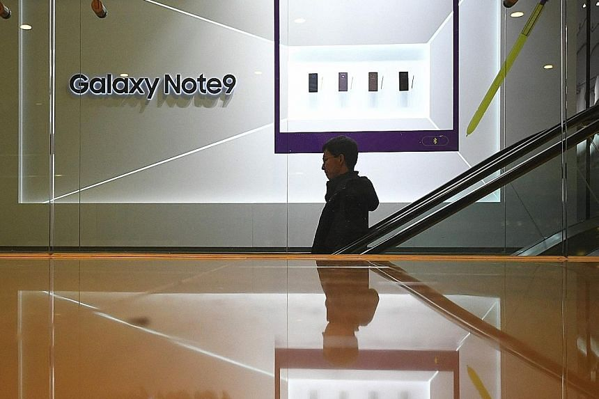 Samsung Electronics' operating profit was 10.8 trillion won (S$13.06 billion) in the fourth quarter, in line with its estimates earlier this month. Revenue fell 10 per cent to 59.3 trillion won.