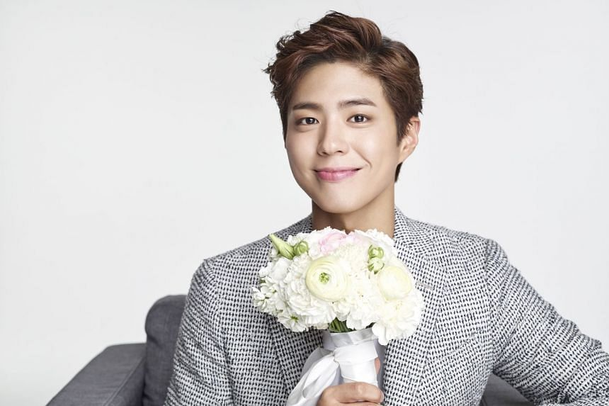 Actor Park Bo-gum, who recently finished shooting TV romantic comedy series Encounter, drew 5,000 people at the launch of his Asian fan-meeting tour in Seoul.