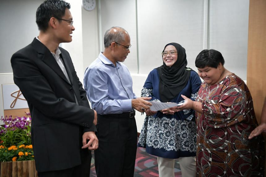 Minister-in-charge of Muslim Affairs Masagos Zulkifli and Muis chief executive Esa Masood speaking with beneficiary Nur Harlina and her mother Lenny Marlina at the Muis Academy on Feb 1, 2019.