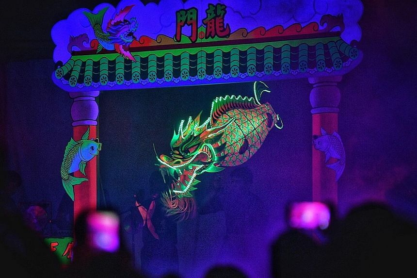 Visitors to Gardens by the Bay's Chinese New Year programme this year, Spring Surprise, will be treated to a dance performance that uses lanterns modelled after carps and dragons. The performance by the 27-member Tian Eng Dragon and Lion Dance Centre