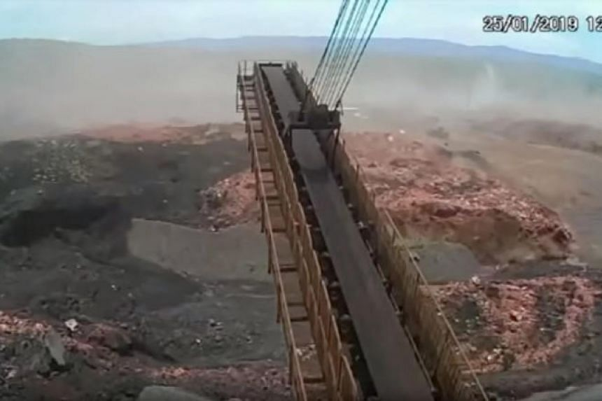Dramatic pictures have emerged of the collapse of a dam in southern Brazil at an iron ore mine which left more than 300 people dead or missing. The images, obtained by TV channel Bandeirantes, show the moment a muddy sludge engulfed the company cante