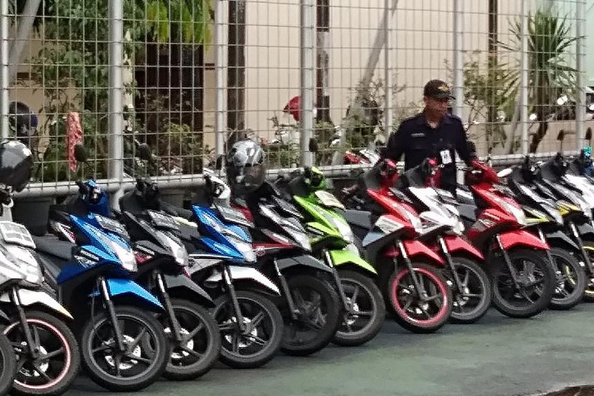 Indonesian security guard Slamet Gunaedi has gained viral fame for the way he organises motorcycles.