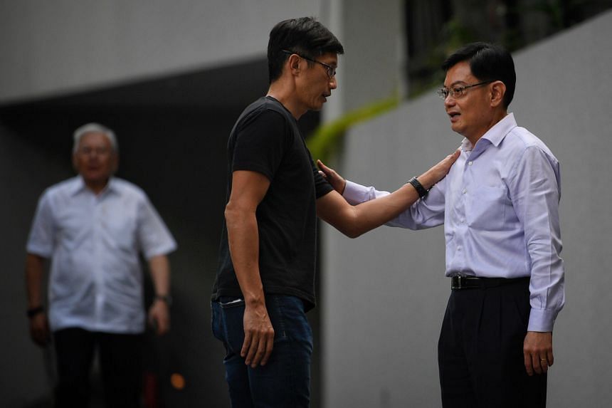 Former minister Teo Ser Luck with Finance Minister Heng Swee Keat at the wake of Mr Goi on Feb 4, 2019.