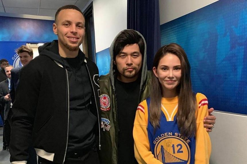 Taiwanese pop star Jay Chou, alongside with his wife, actress-model Hannah Quinlivan, posted a photo of them with star player Stephen Curry.