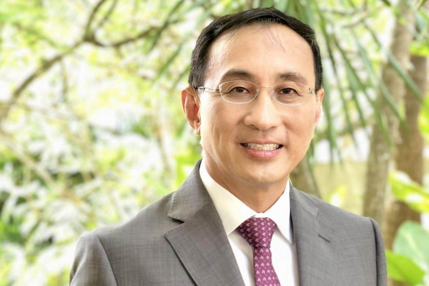 Former SMRT chief executive Desmond Kuek will join Swiss investment bank UBS as its divisional vice-chairman for global wealth management starting from Feb 18.