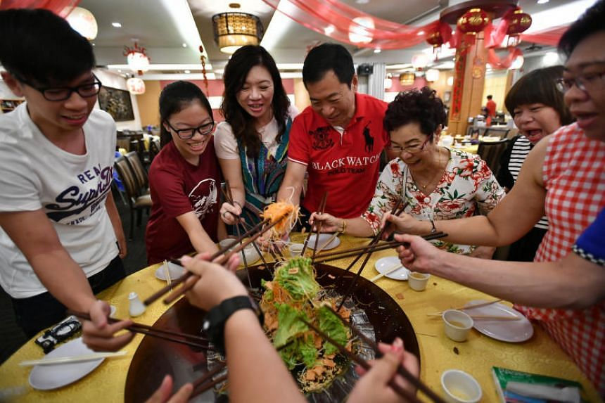 Office attendant Mdm Siah Choo Ing (third, right; in floral top) enjoyed a reunion lunch with nine other family members at the Swatow Seafood restaurant in Toa Payoh on Feb 4, 2019.