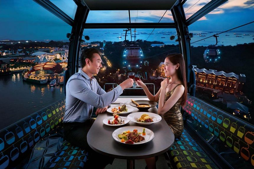 Cable Car Sky Dining offers a novel experience and stunning views of the southern part of Singapore for Valentine's Day.