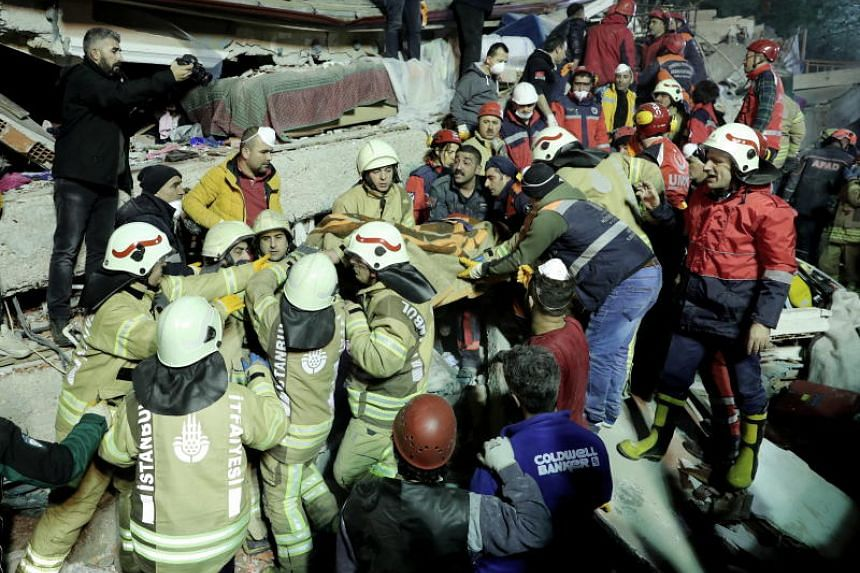 Rescuers carry a victim on a stretcher from the site of a collapsed building in the Kartal district of Istanbul, Turkey, on Feb 6, 2019.