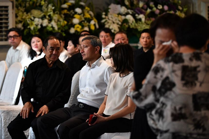 Foreign Minister Vivian Balakrishnan (centre) with Mr Sam Goi at the funeral service of Mr Ben Goi.