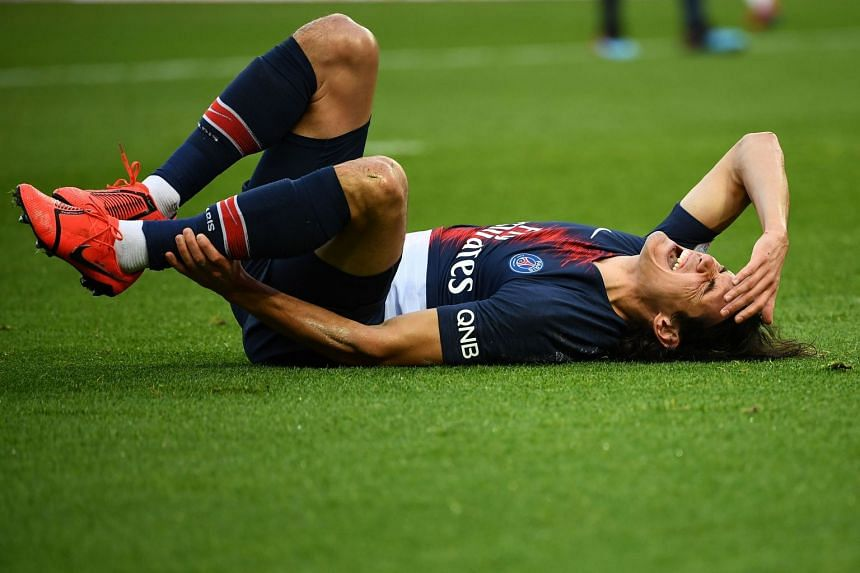 Cavani reacts after he gets an injury against Girondins de Bordeaux.