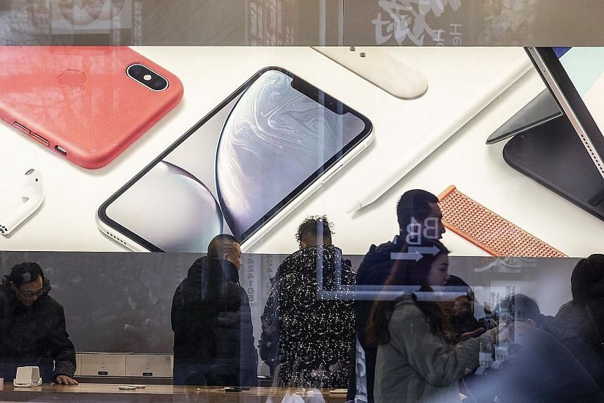 The overall Chinese market contracted by 9.7 per cent in last year's final quarter, but Apple declined at about twice that pace, research firm IDC said in a report yesterday. The company was ranked fourth by shipments in the country.