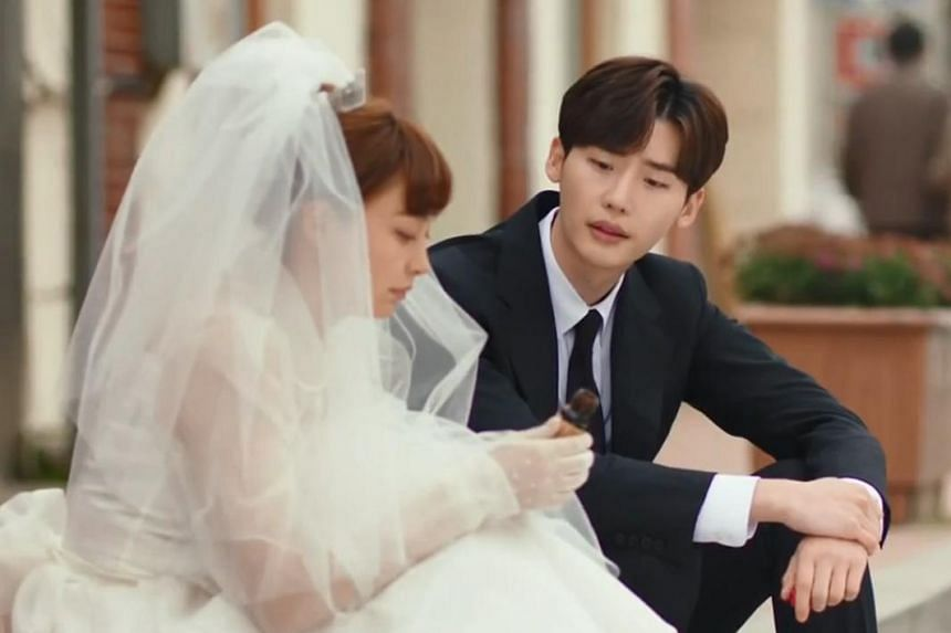 Romance Is A Bonus Book marks Lee Na-young's return to the small screen after nine years, while Lee Jong-suk has had a string of recent successes, including romance drama Pinocchio and fantasy thriller W.