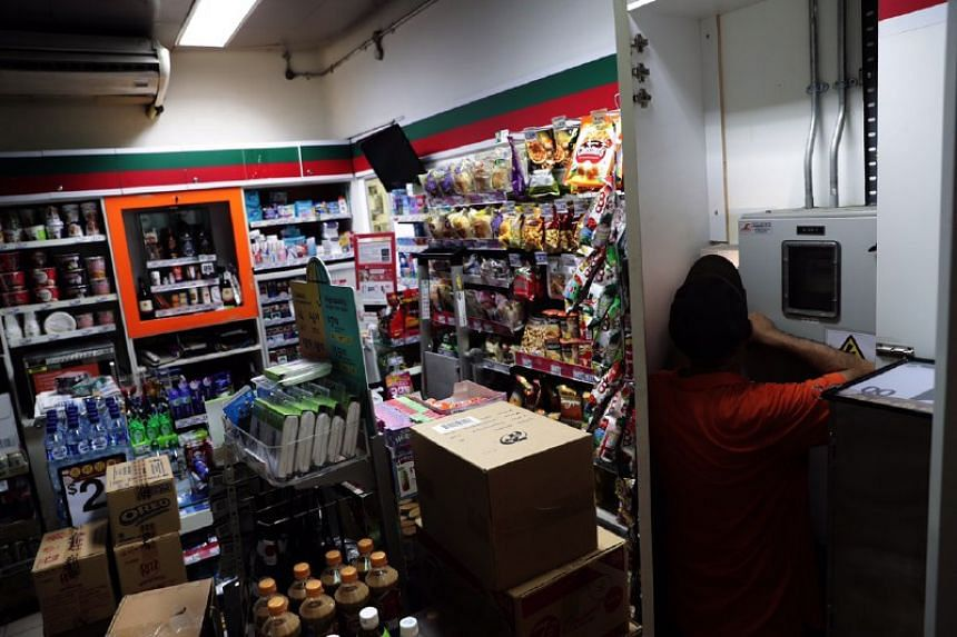 The 7-Eleven outlet at Clarke Quay MRT station was affected by the power outage. Only the lights and air-conditioning were working in the store.