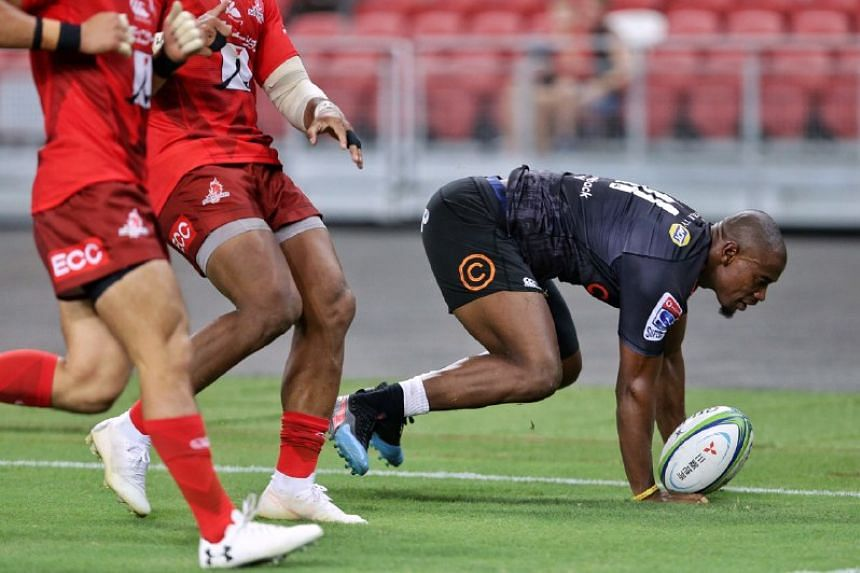 Cell C Sharks' Makazole Mapimpi scoring a try against Hito-Communications Sunwolves during their Super Rugby match at the National Stadium on Feb 16, 2019.