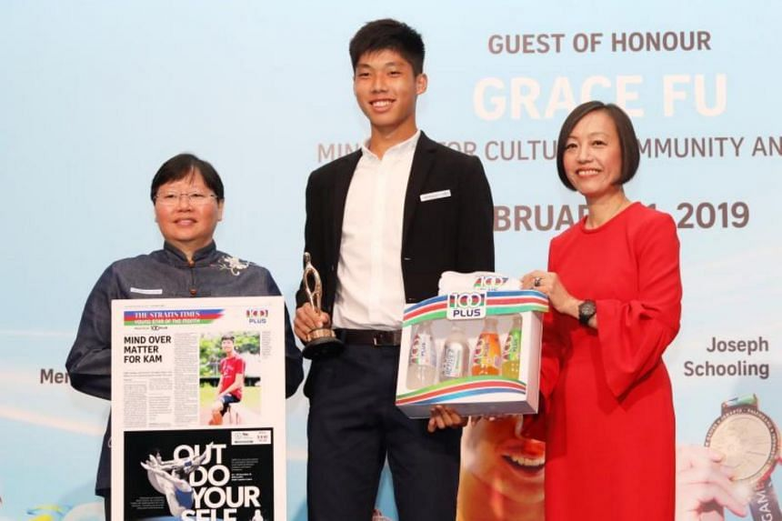 The Straits Times' Young Athlete of the Year nominee Kampton Kam receiving the nomination award from ST sports editor Lee Yulin (left) and Ms Jennifer See, managing director, Singapore & YFI Malaysia, F&N Foods Singapore.