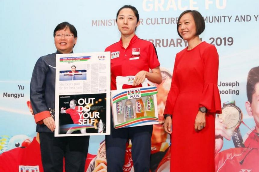 The Straits Times' Athlete of the Year nominee Yu Mengyu receiving the nomination award from ST sports editor Lee Yulin (left) and Ms Jennifer See, managing director, Singapore & YFI Malaysia, F&N Foods Singapore.