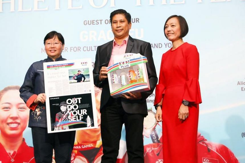 Mr Melvin Veloso receiving The Straits Times' Athlete of the Year nomination award on behalf of his daughter Martina Veloso from ST sports editor Lee Yulin (left) and Ms Jennifer See, managing director, Singapore & YFI Malaysia, F&N Foods Singapore.