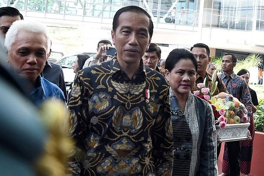 Above: Indonesian President Joko Widodo, First Lady Iriana and former minister Hatta Rajasa (left), at the National University Hospital to visit former first lady Ani Yudhoyono, who has been receiving blood cancer treatment at the hospital.