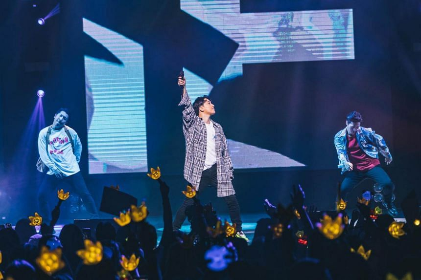 K-pop singer Seungri entertained a crowd of more than 1,600 fans with a mix of BigBang hits and his own solo songs.